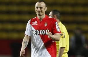 Watch: Berbatov's lob sends Monaco into Champions League