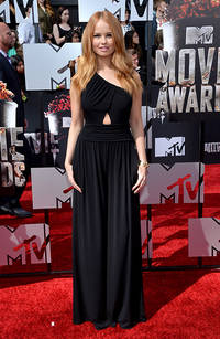 week's best dressed: debby ryan vs emma stone vs kendall jenner